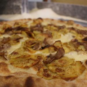 Pizza deliziosa, la pancetta e patate - L'Angolo della Pizza, pizzeria a Cecina