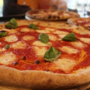 impasto integrale, biologico - Pizza da asporto, pizzeria napoletana, cecina - L'Angolo della Pizza