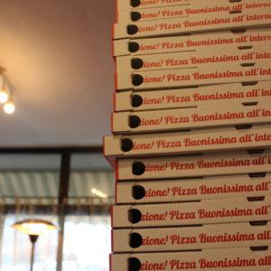 Pizza a domicilio anche a tarda notte, a casa, in spiaggia, in campeggio o dove vuoi tu! Fino a tarda notte - Pizzeria a Cecina